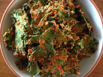 'Cheesy' Chilli Kale Chips